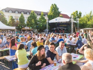 Rozé és Rizling fesztivál Veszprém (Fotó: Facebook Rozé és Rizling, Vehir.hu)